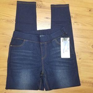 🐠3/$20 NWT Dark Blue Denim Pull On Skinny